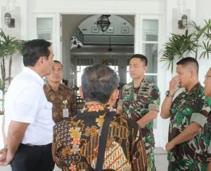 Letkol Laut (P) Salim menerima kunjungan Menko Polhukam Luhut B Panjaitan di Suva, Fiji