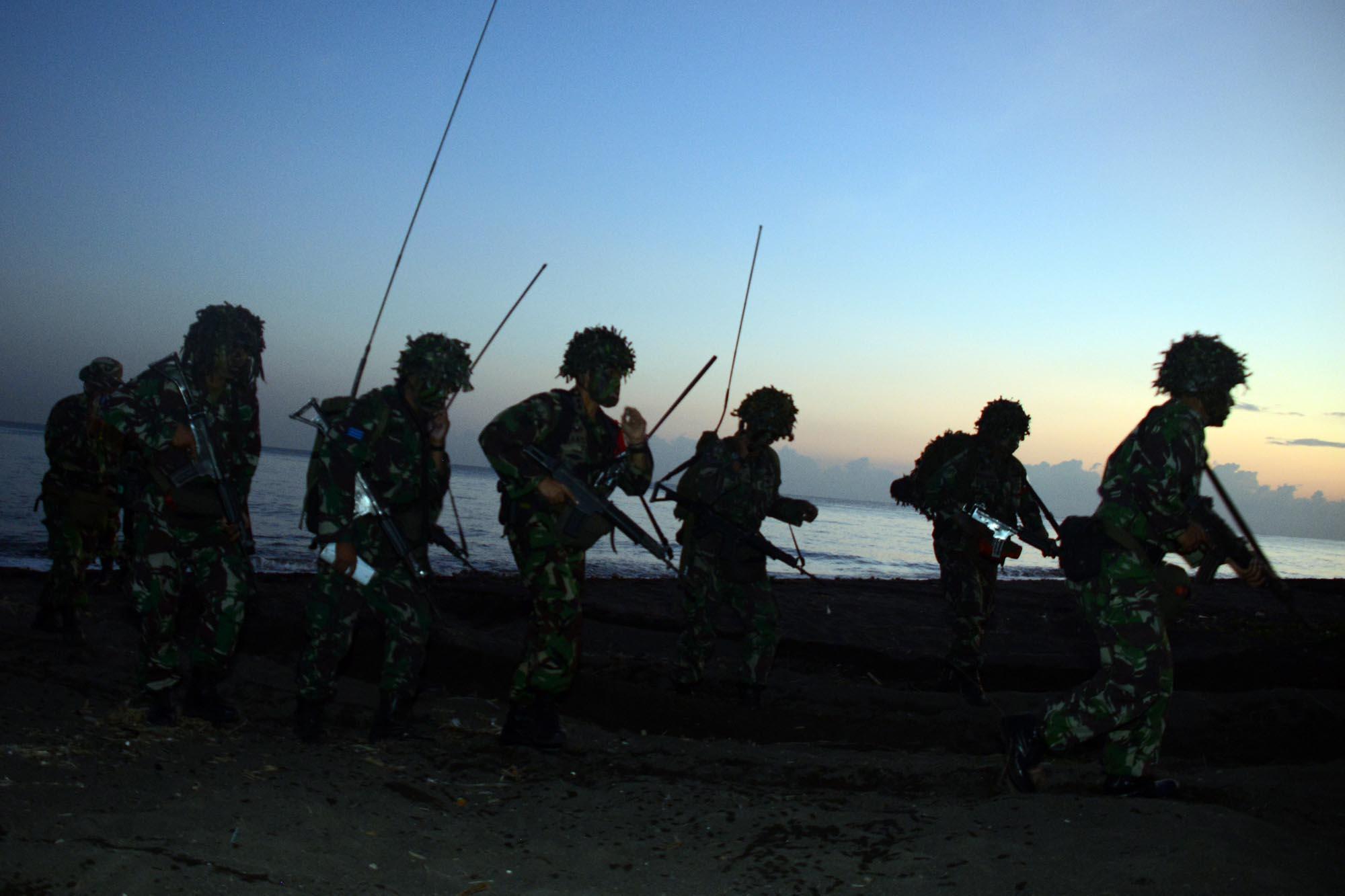 Korps Marinir TNI AL Gelar Latihan Operasi Pendaratan Amfibi di Situbondo