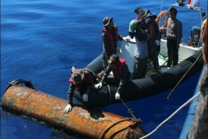 Penangkapan kapal pencuri ikan berbendera asing.