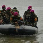 Taruna AAL Latihan Raid Amfibi di Belawan