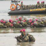 Bersama Iwan Fals, Masyarakat Lampung Peringati HUT Marinir ke-71