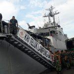 Dukung Pergerakan Pasukan, KRI Teluk Lampung 540 Angkut Personel Yonif 726