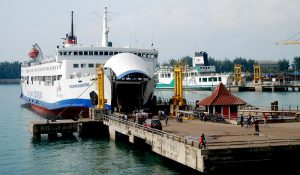 Kegiatan kapal Ro-Ro Merak - Bakauheni.