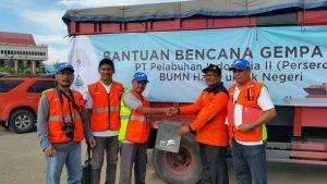 Tim IPC Peduli saat memberikan bantuan bagi korban gempa Pidie Aceh