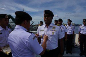 Pengukuhan Komandan KN 4801 ke-5, Mayor Laut (P) Hendra Kurniawan, menggantikan Komandan sebelumnya Mayor Laut (P) Widi Aditya, Jum'at (9/12).