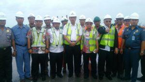 Menteri Koordinator bidang Kemaritiman, Luhut B. Pandjaitan mengunjungi pembangunan Pelabuhan Kuala Tanjung di Kabupaten Batubara, Sumatera Utara hari Jumat (13/1).