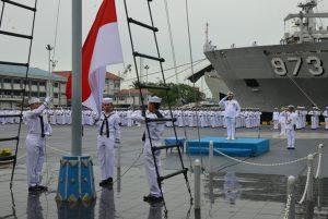 Kaskolinlamil Laksma TNI R.Edi Surjanto, S.E., M.M. menjadi Inspektur Upacara dalam upacara peringatan Hari Dharma Samudera 2017 di Lapangan Apel, Mako Kolinlamil, Jakarta Utara.