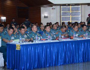 Panglima Komando Lintas Laut Militer (Pangkolinlamil) Laksamana Muda TNI I.G. Putu Wijamahaadi, S.H. (Duduk keempat dari kiri) saat mengikuti pembukaan Rapim TNI AL 2017.