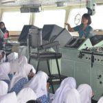 Siswa SMA dan Paud Kunjungi KRI Banda Aceh 593