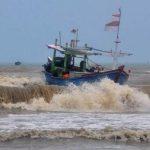 Nelayan Hilang Akibat Cuaca Buruk, APMI Sumenep Sambangi Gedung DPRD