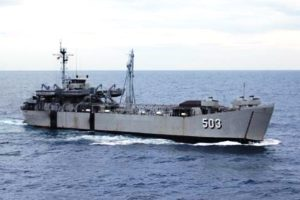KRI Teluk Amboina 503 saat berlayar ditengah samudera.