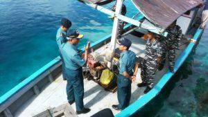 Survei Raja Ampat*. Kapushidrosal Laksamana Muda TNI Harjo Susmoro saat memberikan pengarahan kepada tim survei di perairan Raja Ampat.