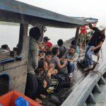 Tim WFQR-1 Koarmabar Tangkap 30 TKI Illegal dari Malaysia