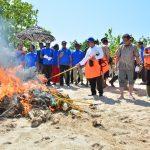 """Ribuan """"Pocongan"""" alat tangkap benih Lobster dimusnahkan di Lombok"""