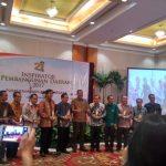 Komitmen Membangun Perekonomian Maritim, Walikota Bitung Raih Penghargaan