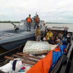 Koarmabar Tangkap Kapal Penyelundup Barang Bekas dan TKI Ilegal dari Malaysia