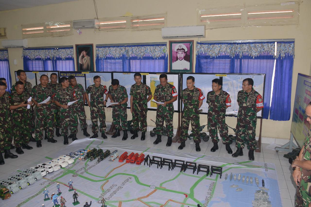 Tactical Floor Game (TFG) Pertahanan Pangkalan parsial yang dilaksanakan di Posko Satuan Tugas di Pusdikbanmin, Kodiklatal, Selasa (18/7).