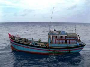 Kapal Ikan Asing (KIA) berbendera  Vietnam yang sedang melakukan penangkapan ikan tanpa dilengkapi dokumen dan ijin yang sah (illlegal fishing)  ditangkap oleh KRI Sutanto-377 di wilayah perairan Landas Kontinen Natuna.
