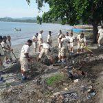 Marinir TNI AL Bersihkan Pantai Hamadi