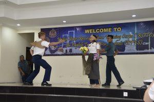 Seni drama yang dimainkan oleh para mahasiswa STTAL yang berkolaborasi dengan para Kadet US Army dalam acara penutupan ROTC.