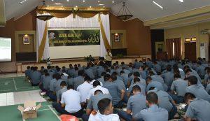 Suasana kauseri agama Islam di STTAL yang menghadirkan Ustadz Dadi Supriadi, S.Ag. untuk memberikan siraman rohani kepada seluruh civitas akademika STTAL.
