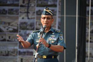 Kapushidrosal Laksamana Muda TNI Harjo Susmoro saat memberikan arahan pada apel khusus Pushidrosal.