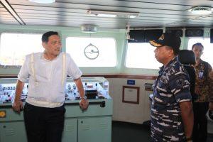 Menko Maritim, Luhut Binsar Pandjaitan tatkala mengunjungi KRI Banjarmasin 592.