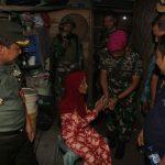 Bina Desa Pesisir, Yonif-7 Mar Pasang Lampung Hemat Energi