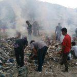Marinir Gandeng Masyarakat Bersihkan Pantai di Lampung