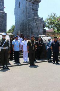 Panglima TNI bersama Kasad, Kasal, dan Kasau  ziarah ke makam Bung Karno.