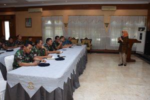 Kasal Laksamana TNI Ade Supandi, SE, MAP membuka kegiatan Seminar Hari Hidrografi Dunia 2017.