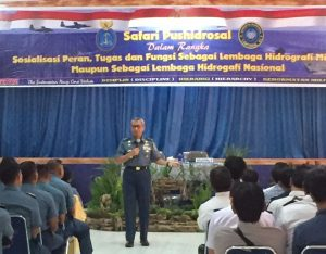 Kapushidrosal Laksamana Muda TNI Harjo Susmoro saat saat memberikan paparan Safari Hidrografi di Makassar.
