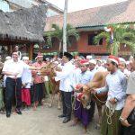 Kunjungi Pesantren di Madura, Menko Luhut Harapkan Sinergi Atasi Krisis Garam