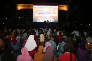 Nonton Bareng Film Pemberontakan G30S/PKI bersama Pangarmatim di Markas Koarmatim, Surabaya.