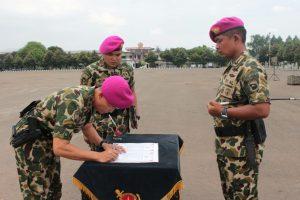 Penyerahan Jabatan Komandan Batalyon Infanteri-4 Marinir.