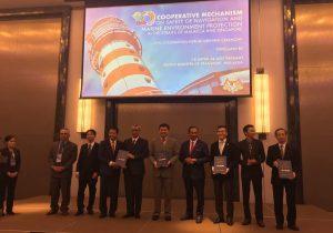 Foto bersama para delegasi dari tiga negara dalam forum kerjasama di Kota Kinabalu, Malaysia.