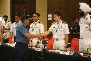 Pangarmatim menyalami seluruh delegasi yang hadir dalam acara penutupan MPC MNEK 2018.
