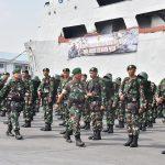 Amankan Pulau Terluar, KRI Teluk Bintuni Antarkan 900 Prajurit TNI AD