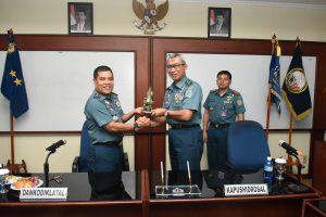 Kapushidrosal Laksamana Muda TNI Harjo Susmoro secara simbolis menyerahkan peralatan survei kepada Dankodiklatal Laksamana Muda TNI IG Putu Wijamahadi.