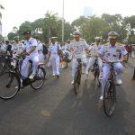 Pangarmatim Ajak Puluhan Perwira Kapal Selam Asing Keliling Surabaya Naik Sepeda Onthel