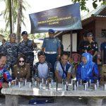 Bersama Masyarakat, Lanal Lampung Transplantasi Terumbu Karang di Pahawang