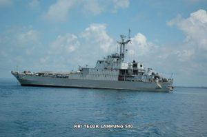 KRI Teluk Lampung 540 sedang melaksanakan operasi dukungan angkutan laut militer.