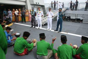 Penyambutan Komandan KRI RE MArtadinata-331 dan KDB Daarutaqwa 09 di Dermaga Sabang Mawang.