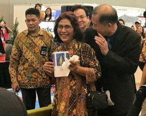 Menteri KP Susi Pudjistuti dalam ajang Pameran Ikan Hias Internasional (2nd Indonesia Ornamental Fish and Aquatic Plant Show) Nusantara Aquatic (Nusatic) 2017.