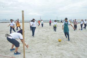 Futsal salah satu kegiatan dalam olahraga bersama ASN Kolinlamil di Pantai Karnaval, Ancol dalam rangka HUT Korpri ke-46.