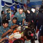 Peringati HUT ke-71 Yayasan Hang Tuah, 28.206 Siswa Makan Ikan Bersama