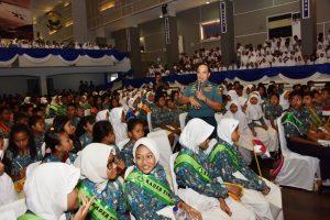 Kasal Laksamana TNI Ade Supandi saat memberikan ceramah di tengah-tengah para siswa Yayasan Hang Tuah.