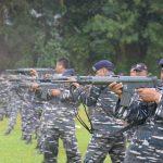Prajurit Satlinlamil Surabaya Latihan Menembak, Pahami Karakter Senjata dan Jaga Profesionalitas