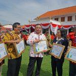 Kasus Menurun, Menaker Berikan Penghargaan Bulan K3 di Surabaya