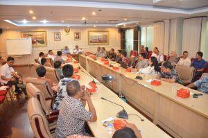 Direktur Jenderal Perikanan Tangkap Sjarief Widjaja beserta jajarannya pada Selasa (16/01), melakukan pertemuan dengan pengusaha dari 14 perusahaan surimi guna membicarakan reorientasi pengembangan industri perikanan tangkap.